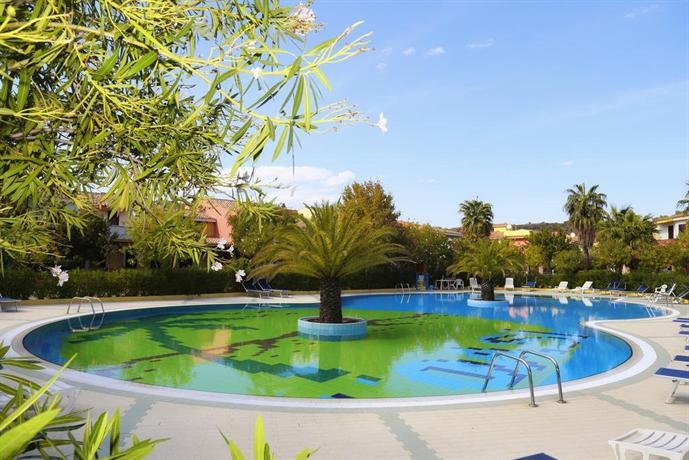 Oasi anfiteatro residence club budoni offerte in corso for Residence con piscina budoni