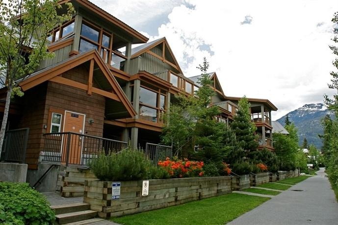 Resortquest glacier 39 s reach vacation rental whistler Whistler cabin rentals