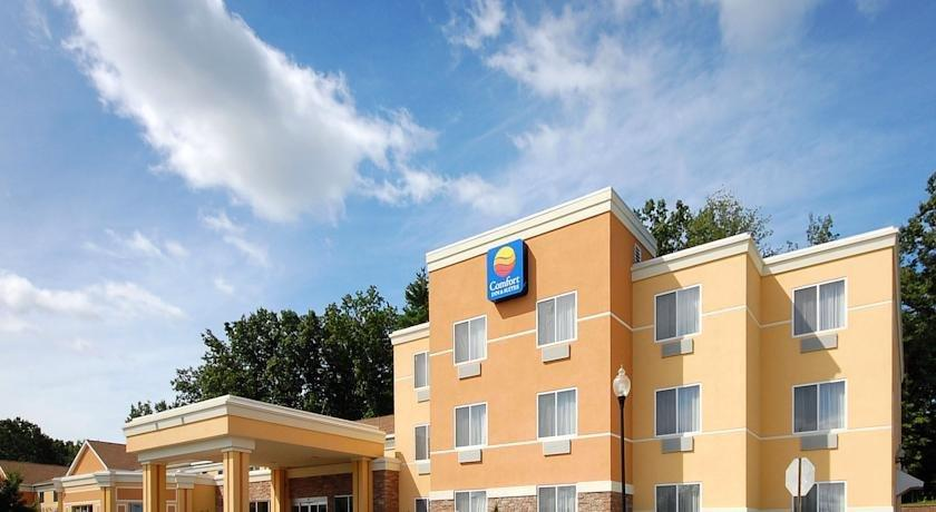 Comfort inn suites saratoga springs wilton compare deals for Saratoga springs hotels ny