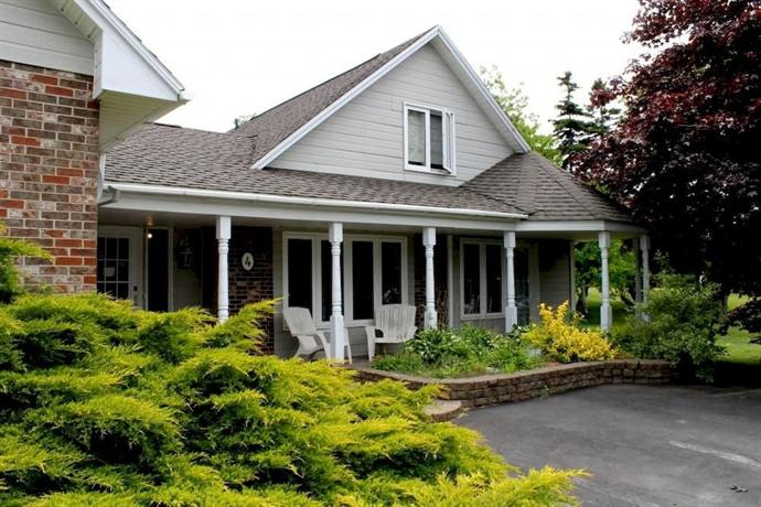 MacKenzie House Tourist Home B&B