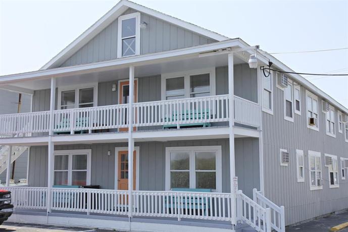Surfside motor lodge carolina beach compare deals for Carolina motor inn fayetteville nc