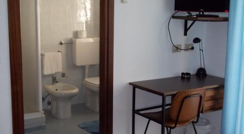 Hotel meuble villa patrizia compare hotels in grado for Hotel serena meuble grado