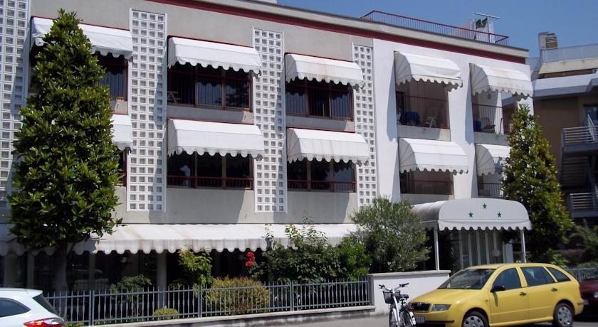 hotel meuble villa patrizia grado compare deals