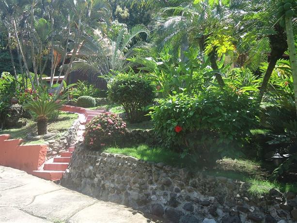 Hotel el jardin montezuma compare deals for Jardines costa rica