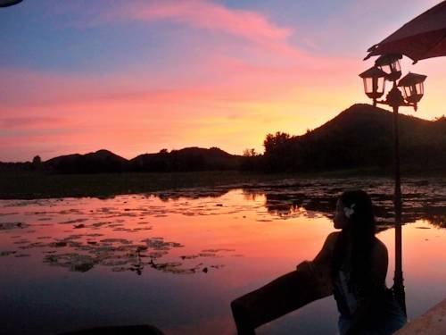 Golden Lake View Boutique Resort Tha Muang Compare Deals