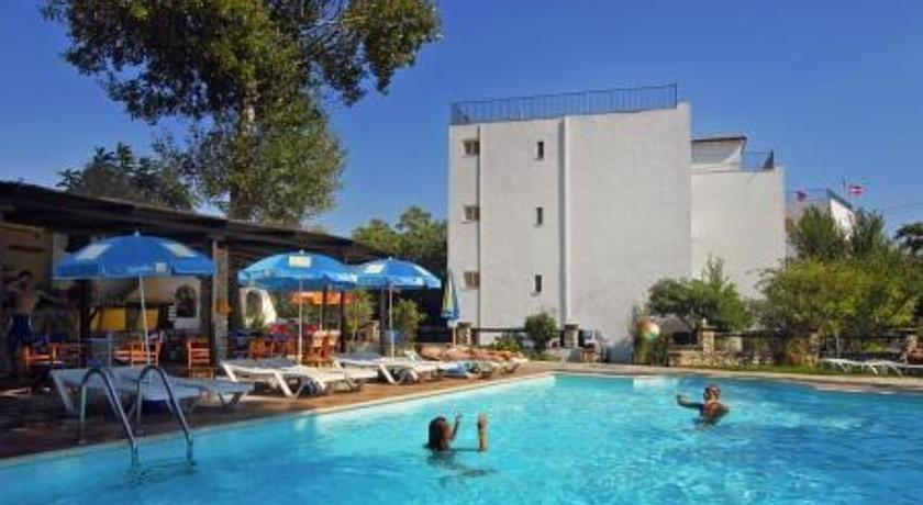 Hotel lalaria skiathos town compare deals for Skiathos town hotels