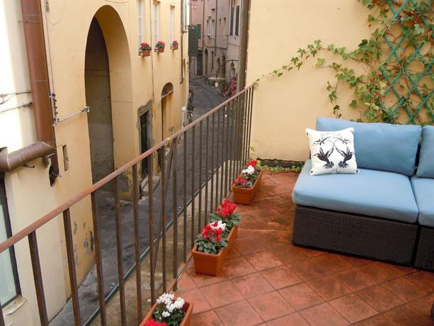 Bed & Breakfast Le Terrazze, Lucca - Compare Deals