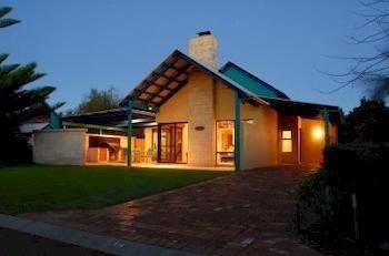 dunsborough beach cottages compare deals. Black Bedroom Furniture Sets. Home Design Ideas