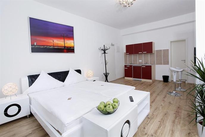Centro hotel design apart dusseldorf compare deals for Appart hotel dusseldorf