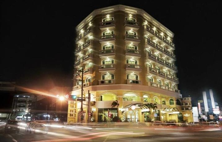 Grand Dame Hotel