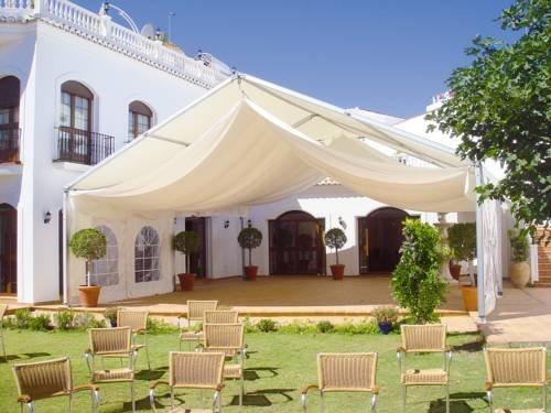 Casa jardin nerja compare deals for Casa jardin hotel