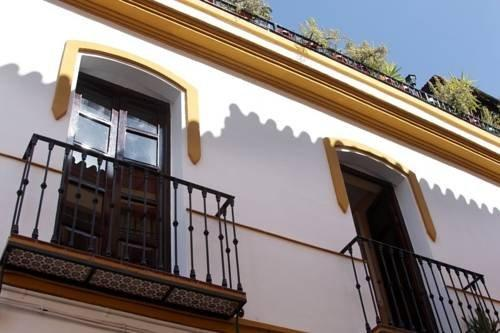 Triana Backpackers