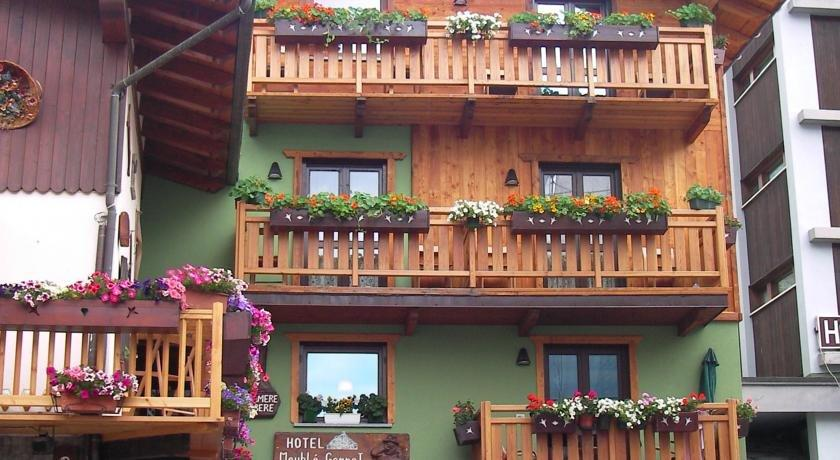 Hotel meuble gorret valtournenche compare deals for Hotel meuble gorret