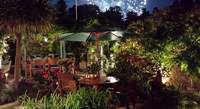 Bentley tower hotel ipswich compare deals for Garden rooms ipswich