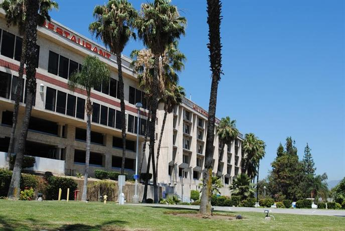 Shilo Inn Suites Hotel Hilltop Pomona