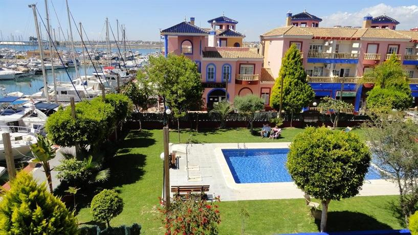 Apartamento puerto deportivo marina torrevieja confronta for Apartamentos puerto marina