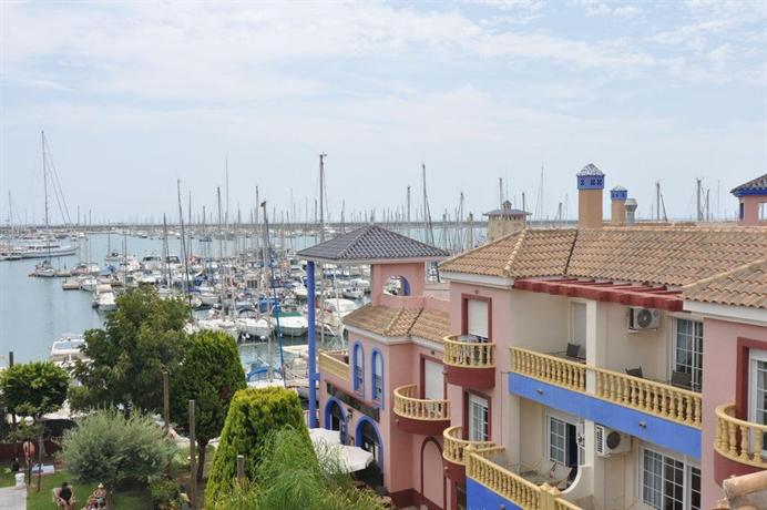 Apartamento puerto deportivo marina torrevieja compare for Apartamentos puerto marina