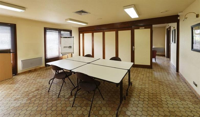 h tel campanile foix comparez les offres. Black Bedroom Furniture Sets. Home Design Ideas