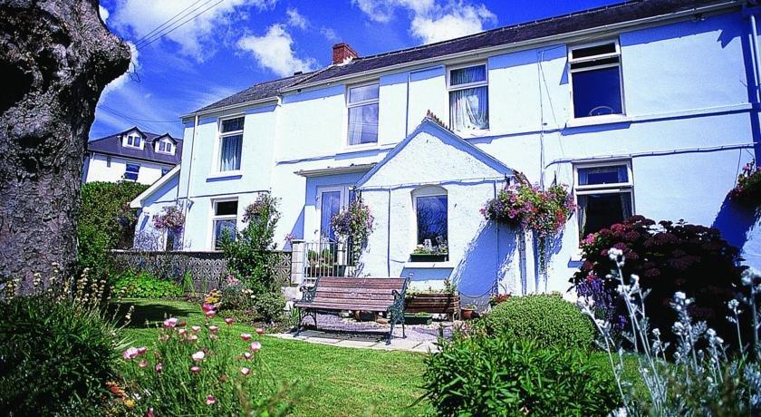 Cottage Court Hotel
