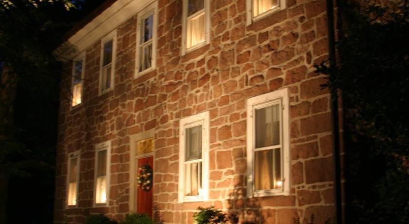 Brownstone Colonial Inn