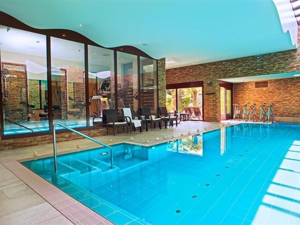 Baron tavernier hotel spa chexbres comparez les offres for Chexbres piscine