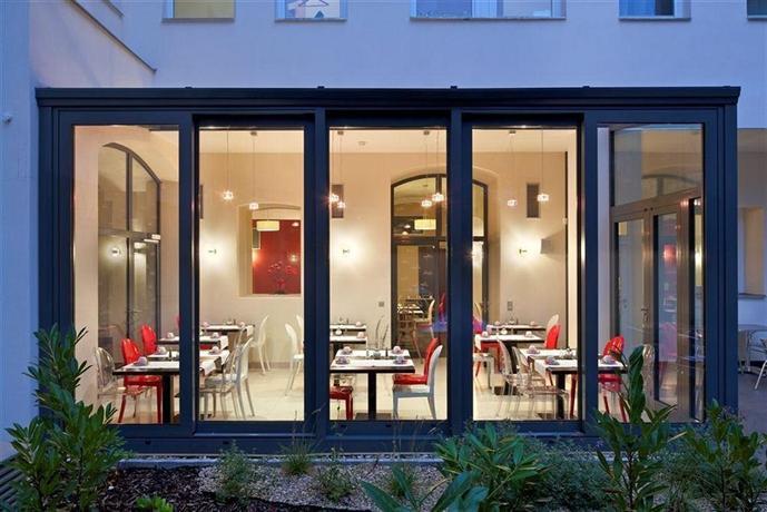 Red and blue design hotel prague compare deals for Hotel prague design