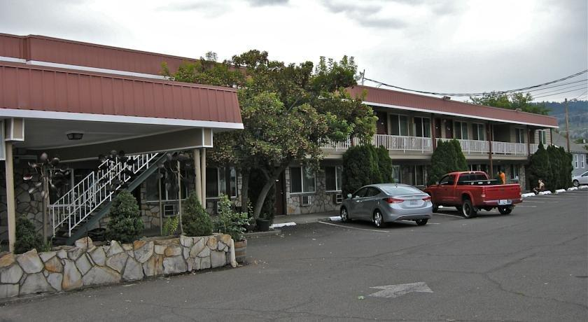 Royal motor inn la grande compare deals for Royal motor inn la grande or