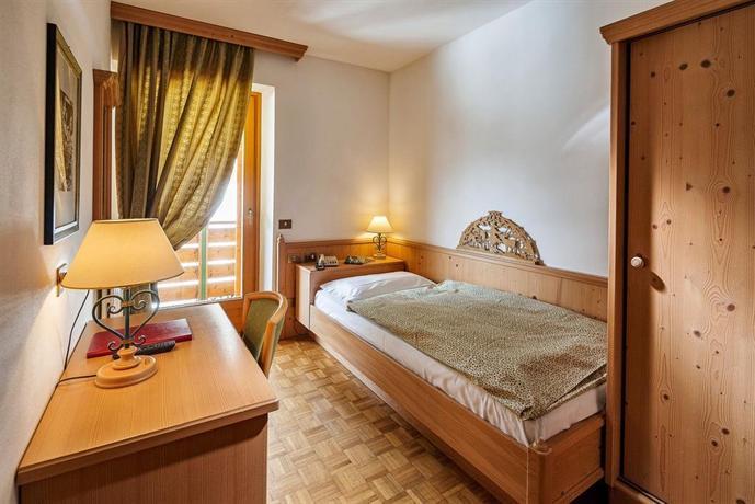 Meuble piccolo pocol cortina d 39 ampezzo italia for Meuble astoria cortina
