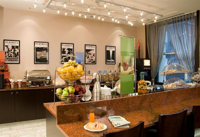 hampton inn majestic chicago theatre district compare deals. Black Bedroom Furniture Sets. Home Design Ideas