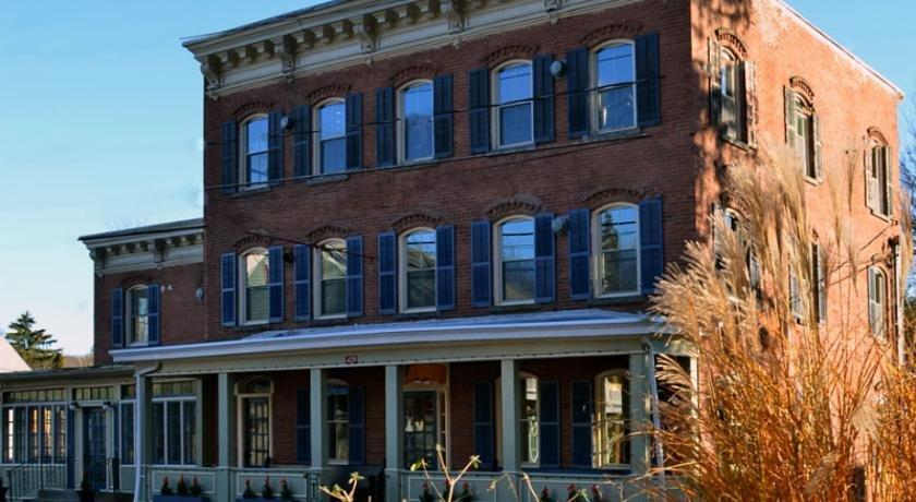 1850 House Inn & Tavern