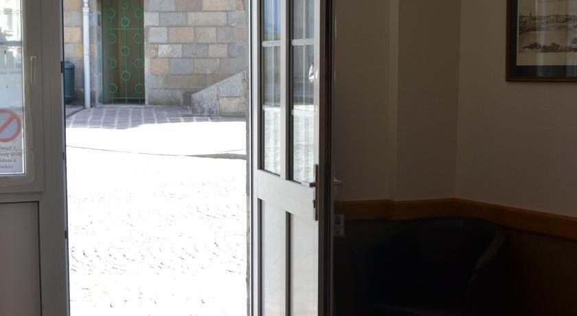 Hotel restaurant de la porte saint pierre saint malo for Laporte phone book