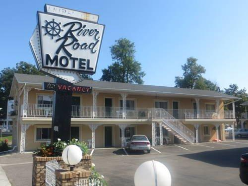 Hotels Near  River Road Wisconsin Dells Wi