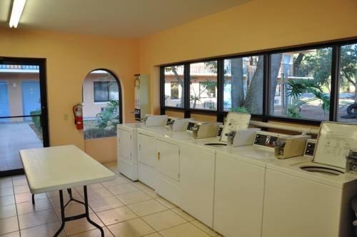 travelodge suites east gate orange orlando compare deals. Black Bedroom Furniture Sets. Home Design Ideas