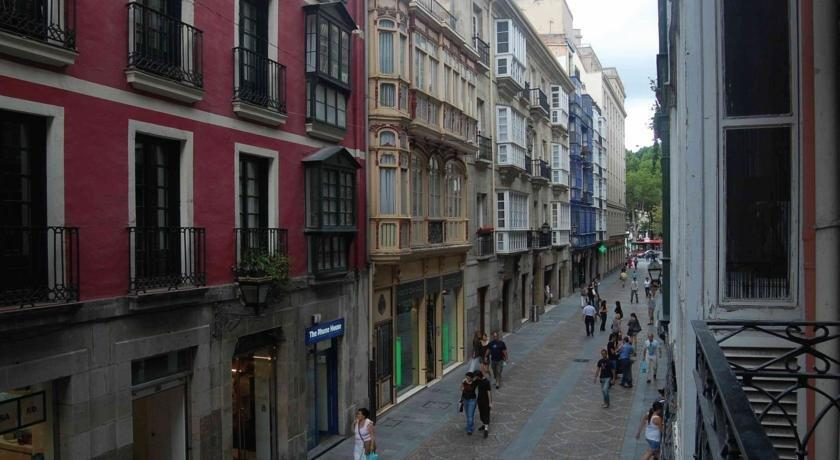 AliciaZzz Bed and Breakfast Bilbao - Compare Deals 55a66b2ec64