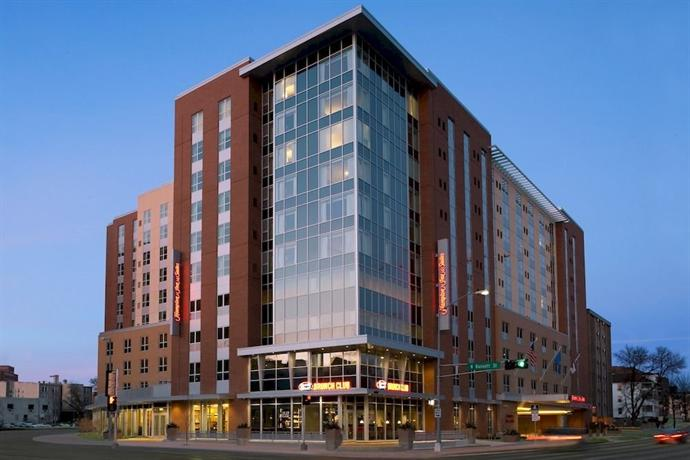 Hampton Inn & Suites Madison Downtown