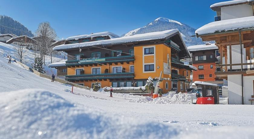 Hotel pension wolfgang hinterglemm comparer les offres for Comparer les hotels