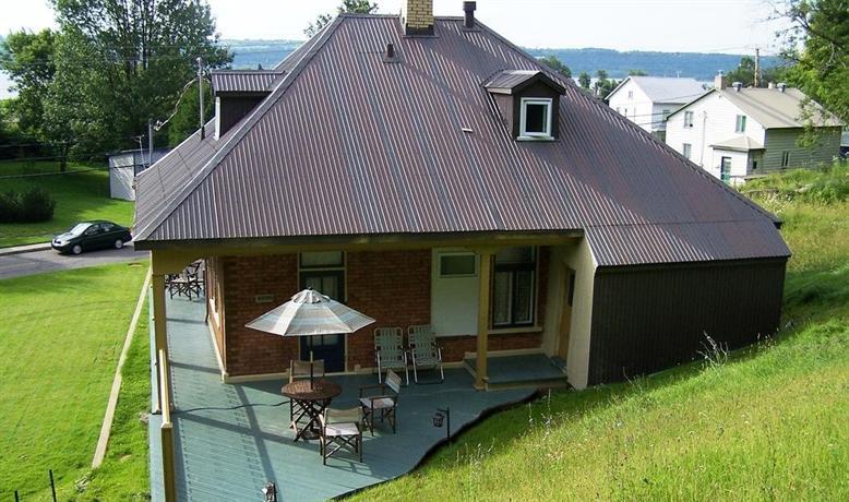 Petite maison dans la prairie chateau richer compare deals for Aoutats dans la maison