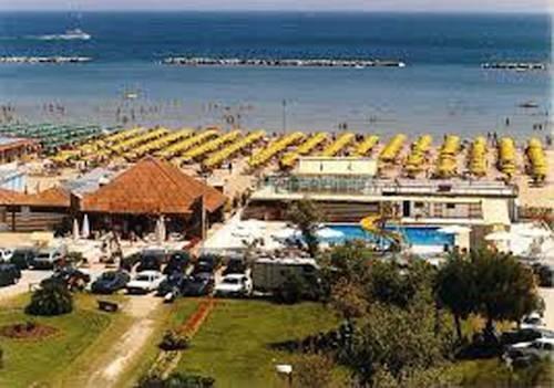 Hotel weekend cesenatico compare deals - Bagno italia cesenatico ...