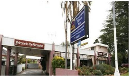 Moonraker Motor Inn Parkes Compare Deals