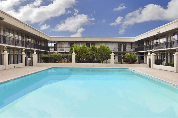 Days Inn & Suites by Wyndham Lancaster