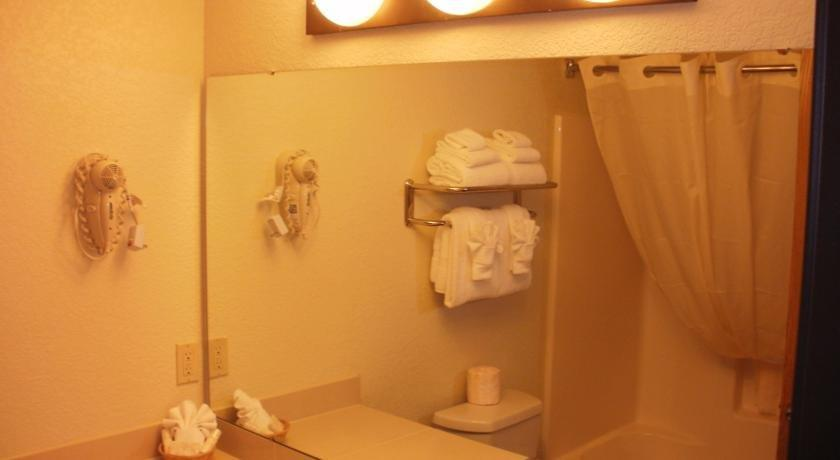 Mackinaw Beach And Bay Hotel Rooms