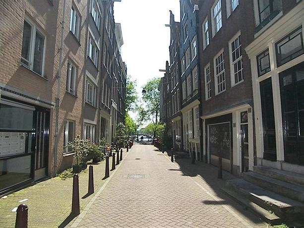 Authentic jordaan apartment amsterdam compare deals for Design apartment jordaan amsterdam