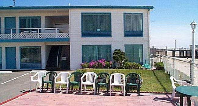 About Dolphin Cove Motel