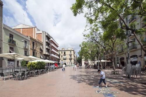 Citytrip gracia barcellona confronta le offerte for Quartiere gracia barcellona