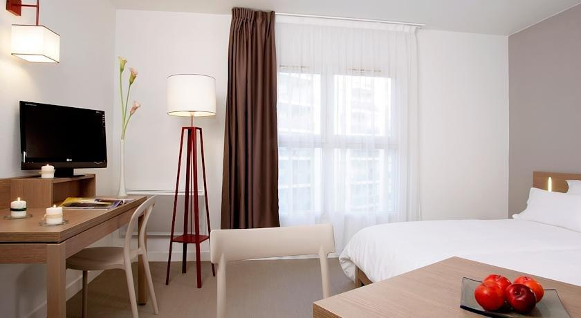 appart 39 city cherbourg centre port cherbourg octeville compare deals. Black Bedroom Furniture Sets. Home Design Ideas