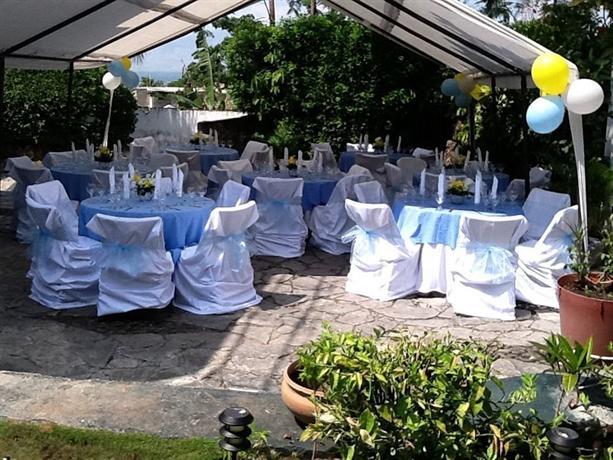 Le jardin hotel port au prince compare deals for Au jardin guesthouse
