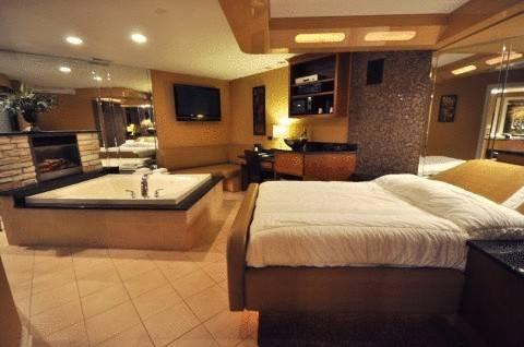 Champagne Lodge Amp Luxury Suites Willowbrook Compare Deals