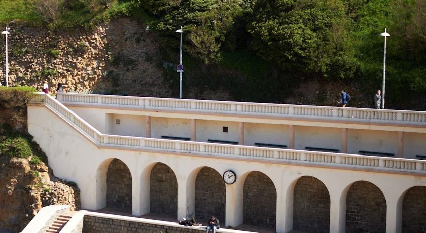 Hotel de la plage biarritz compare deals - Hotel de la plage biarritz 3 esplanade du port vieux ...