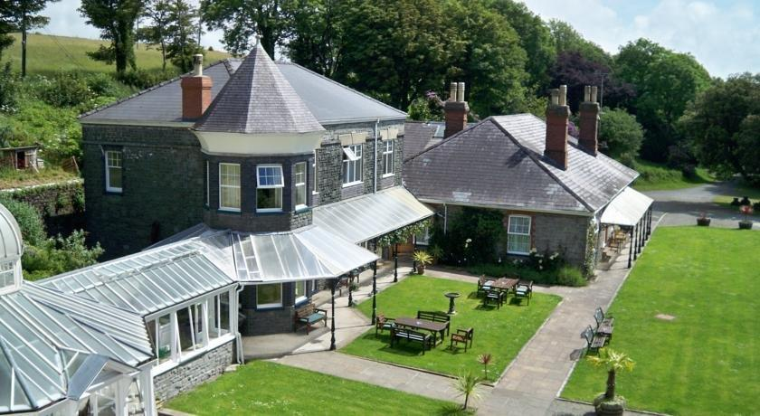 Broadway country house hotel laugharne compare deals for Broadway house