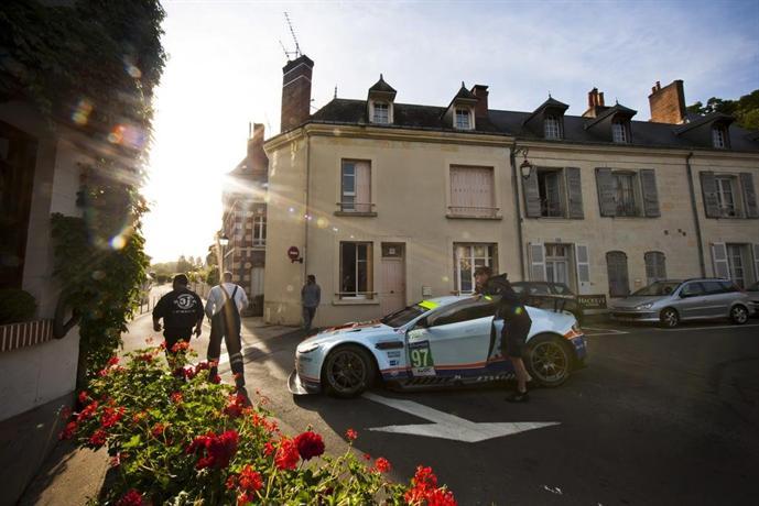 Logis De France Hotel La Chartre Sur Le Loir Vergelijk